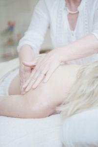 massaggio ayurvedico benefici foto1